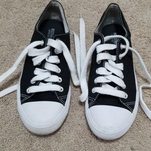 Mossimo black white tennis shoes size 6